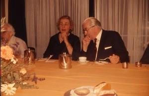 Martinus fødselsdag 11.08.1969 på Josty, Frederiksberg Have, Pile Alle. Gerda Kyed, Odense, sidder ved siden af Martinus