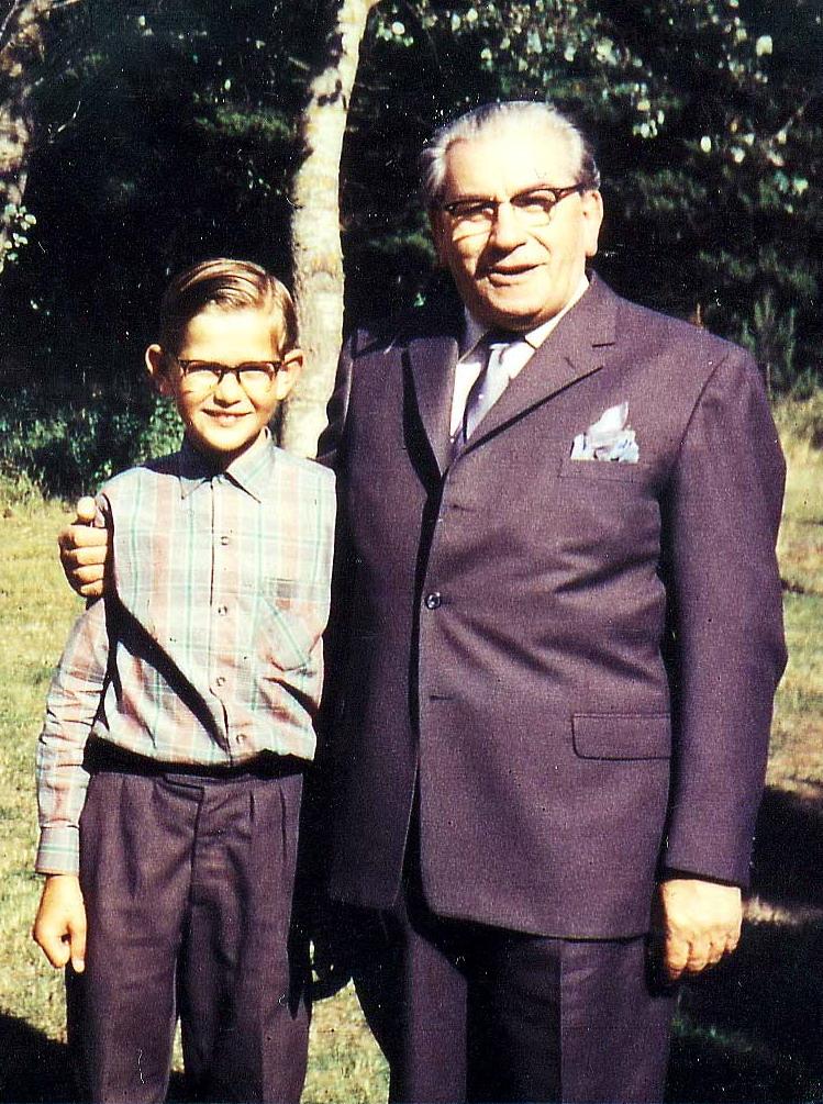 Ole Therkelsen 11 år og Martinus 69 år, Gardenparty ved Villa Rosenberg, Martinus Center Klint, Klintvej 69, 4500 Nykøbing Sj.