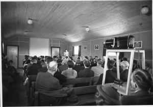 Den første foredragssal i Martinus Center Klint indives af Martinus i 1937 på adressen Fyrrelunden 4, 4500 Nykøbing Sj. www.martinus.dk