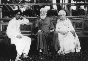 Krishnamurti blev opdraget i den tro, at han skulle være den ny verdensfrelser eller verdenslærer, den genkomne Kristus.
