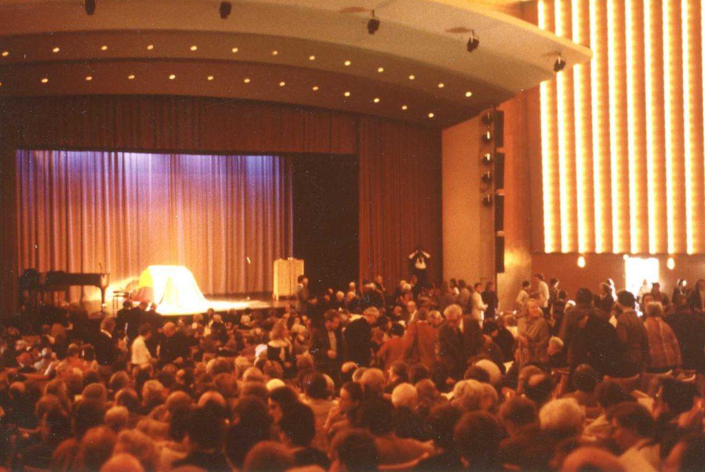 Martinus (1890-1981) blev bisat i Tivolis koncertsal 29.03.1981.